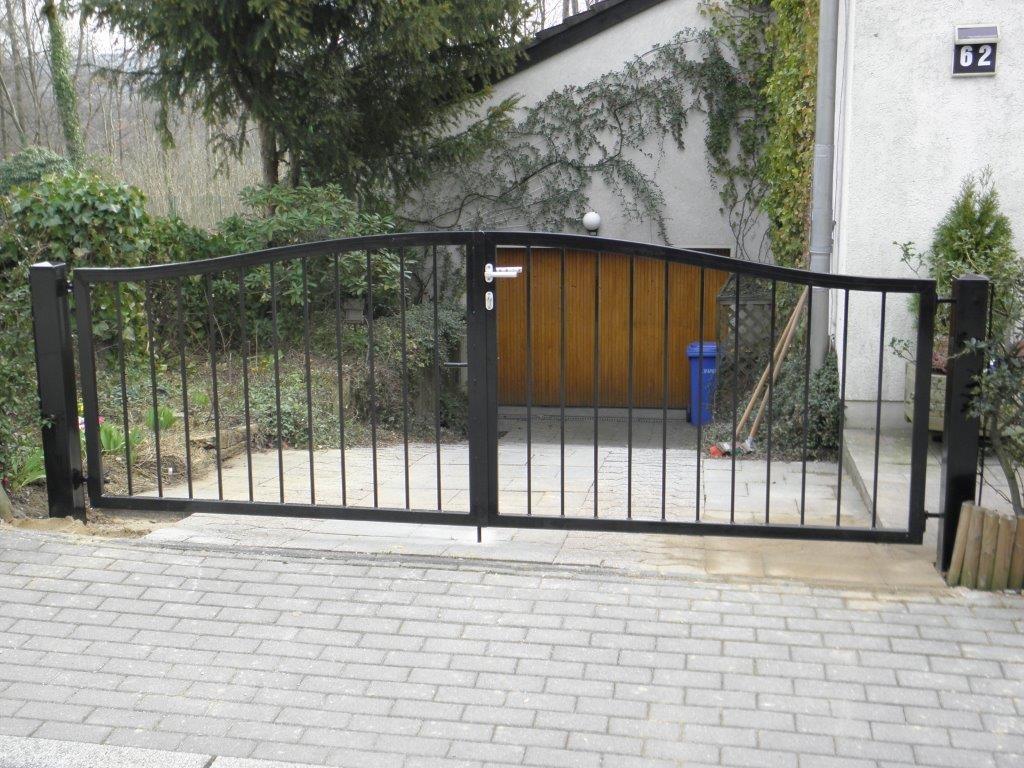 Tor schwarz - Schmiede und Schlosserei Wegmann aus Heiligenhaus