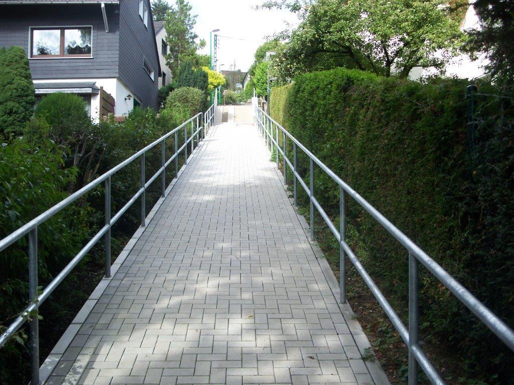 Geländer am Weg rechts und links - Schmiede und Schlosserei Wegmann aus Heiligenhaus